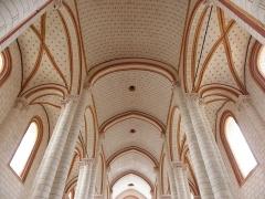 Eglise de Saint-Pierre-les-Eglises - Français:   Voûtes de la nef et des collatéraux de la collégiale Saint-Pierre de Chauvigny (86).