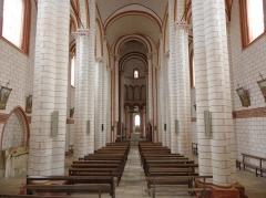 Eglise de Saint-Pierre-les-Eglises - Français:   Nef et collatéraux de la collégiale Saint-Pierre de Chauvigny (86).