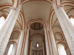 Eglise de Saint-Pierre-les-Eglises - Français:   Voûtes de la dernière travée de la nef et des collatéraux de la collégiale Saint-Pierre de Chauvigny (86).