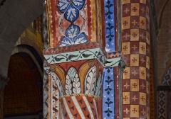 Eglise Saint-Nicolas - Piliers et chapiteaux polychromes peints (XIXe siècle) par Pierre-Amédée Brouillet, église Saint-Nicolas (XIIe), Civray, Vienne, France.