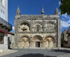 Eglise Saint-Nicolas - Église Saint-Nicolas (XIIe siècle): situation. Civray, Vienne, France.