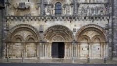 Eglise Saint-Nicolas -  Façade de l'église Saint-Nicolas de Civray, Vienne, France (vue partielle).