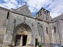 Eglise Notre-Dame-et-Saint-Junien - English: Église Notre Dame et Saint-Junien de Lusignan, extérieur