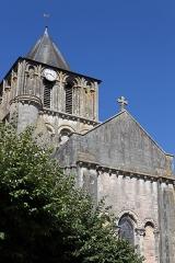 Eglise Notre-Dame-et-Saint-Junien - Français:   Église Notre-Dame-et-Saint-Junien de Lusignan (classé)