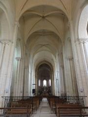 Eglise Notre-Dame-et-Saint-Junien - English: Église Notre Dame et Saint-Junien de Lusignan, intérieur