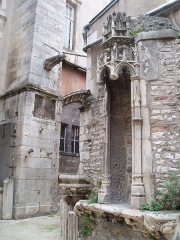 Echevinage - This building is inscrit au titre des monuments historiques de la France. It is indexed in the base Mérimée, a database of architectural heritage maintained by the French Ministry of Culture,under the reference PA00105594 .