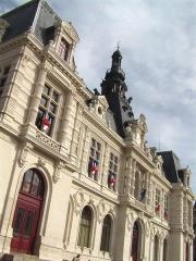 Hôtel de ville - Français:   Façade de l\'hôtel de ville de Poitiers (1869-1875)