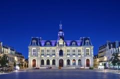 Hôtel de ville - Français:   Hôtel de ville (Inscrit)