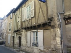 Maison - This building is indexed in the Base Mérimée, a database of architectural heritage maintained by the French Ministry of Culture,under the reference PA00105633 .