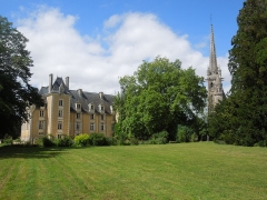 Château - English: Chateau St. Julien & church, 17. July 2012