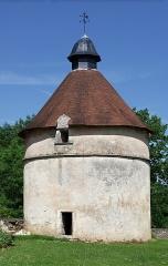 Château de Léray - Français:   Pigeonnier (XVIe et XVIIe siècles) restauré, château de Léray, Saint-Pierre d\'Exideuil, Vienne, France.
