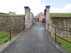 Fort Saint-Charles, Fort Richepance ou Fort Delgrès, puis laboratoire de vulcanologie - Français:   Entrée du Fort Louis Delgrès