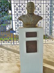 Palais d'Orléans ou Palais du Gouverneur - Buste de Félix Eboué en préfecture de région à Basse-Terre en Guadeloupe