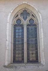 Eglise de Puxe - Français:   Fenêtre gothique de la nef de l\'église Saint-Rémy de Puxe à Lalœuf en Meurthe-et-Moselle.