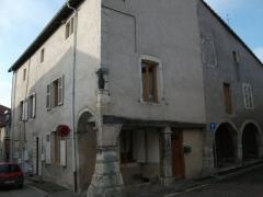 Maison avec statue de la Vierge - Français:   Maison Benoît, 4 rue de l\'Église à Liverdun, inscrite sur la liste des monuments historiques ainsi que sa statuette en bois de la Vierge.