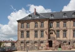 Domaine du château - Aile Nord de la cours des communs du Château de Lunéville