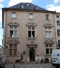 Immeuble - Français:   Façade de l\'hôtel de Lillebonne à Nancy.
