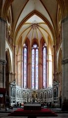 Ancienne cathédrale Saint-Etienne et son cloître - Deutsch: Kathedrale Saint-Étienne: Innenansicht mit Altar und Apsis