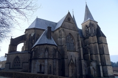 Chapelle des Monts ou la Recevresse - English: Notre-Dame d'Avioth basilica, northern side, at dawn (France, Meuse Department).