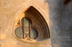 Chapelle des Monts ou la Recevresse - English: Window on the western wall of the Notre-Dame d'Avioth basilica at sunset (France, Meuse Department).