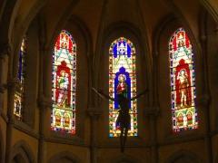 Eglise Saint-Pantaléon - Français:   Église Saint-Pantaléon de Commercy (Meuse, France). Vitraux du chœur et cruxifix