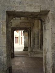 Eglise Saint-Hilaire - Longeville-en-Barrois (Meuse) église,sous le porche