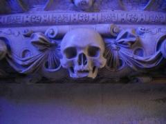 Eglise Saint-Etienne - Français:   Église Saint-Étienne de Saint-Mihiel (Meuse, France)). Bas-relief dit de la Résurrection, détail du crâne