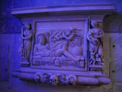 Eglise Saint-Etienne - Église Saint-Étienne de Saint-Mihiel (Meuse, France). Bas-relief funéraire de la famille Lescuyer dit de la Résurrection, allégories de la Foi et de la Charité