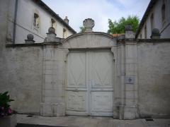 Ancien Hôtel de Rouyn, dit Hôtel de Rozières - Français:   Portail de l\'Hôtel de Rouyn à Saint-Mihiel (Meuse, France)