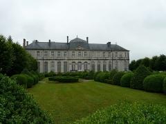 Evêché - Français:   Ancien palais épiscopal de Verdun (Centre mondial de la paix): façade côté jardin
