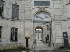 Evêché - Français:   Ancien palais épiscopal de Verdun (Centre mondial de la paix): portail