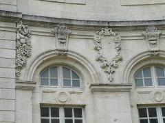 Evêché - Français:   Ancien palais épiscopal de Verdun (Centre mondial de la paix): façade côté cour (détail)