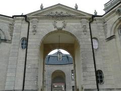 Evêché - Français:   Ancien palais épiscopal de Verdun (Centre mondial de la paix): portail principal