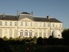 Evêché - This building is classé au titre des monuments historiques de la France. It is indexed in the base Mérimée, a database of architectural heritage maintained by the French Ministry of Culture,under the reference PA00106660 .