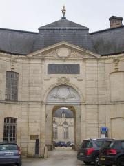 Evêché - Français:   Centre mondial de la paix (Classé) à Verdun (Meuse, France), portail d\'entrée à proximité de la catéhdrale