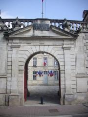 Hôtel de ville - Français:   Hôtel de ville de Verdun (Meuse, France), portail d\'entrée
