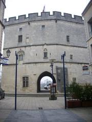Porte Chaussée (porte et passage entre deux tours) - Français:   Porte Chaussée à Verdun (Meuse, France), côté ouest