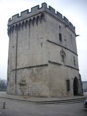 Porte Chaussée (porte et passage entre deux tours) - Français:   Porte Chaussée à Verdun (Meuse, France), côté nord