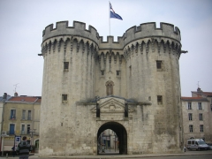 Porte Chaussée (porte et passage entre deux tours) - Français:   Porte Chaussée à Verdun (Meuse, France), côté est
