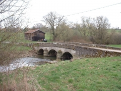 Pont sur le Landbach - This building is indexed in the Base Mérimée, a database of architectural heritage maintained by the French Ministry of Culture,under the reference PA00106753 .