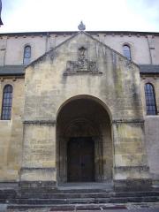 Abbaye - Église collégiale Saint-Étienne de Gorze (Moselle, France). Porche septentrional