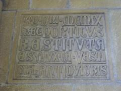 Abbaye - Église collégiale Saint-Étienne de Gorze (Moselle, France). Inscription dans le porche