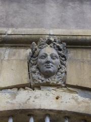 Ancien palais abbatial - Palais abbatial de Gorze  (Moselle, France). Mascaron de la cour intérieure