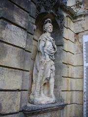 Ancien palais abbatial - Palais abbatial de Gorze  (Moselle, France). Statue de l'escalier nord