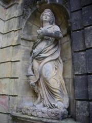 Ancien palais abbatial - Palais abbatial de Gorze (Moselle, France). Statue de l'escalier sud