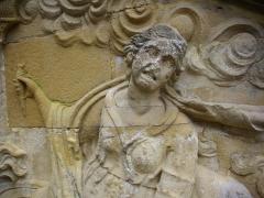 Ancien palais abbatial - Palais abbatial de Gorze (Moselle, France). Relief de l'escalier sud: détail