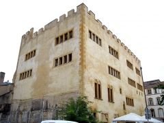 Ancienne commanderie Saint-Antoine - Français:   7 rue des Piques. Édifice fondé au début du 14e siècle. Vue de la cour adjacente.