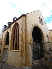 Ancienne église Saint-Etienne-le-Dépensié ou Dépenné - Français:   1 rue de Gaudrée. Construction du 15ème s. En réhabilitation (à priori pour des logements). Classée MH 1928 pour la façade.