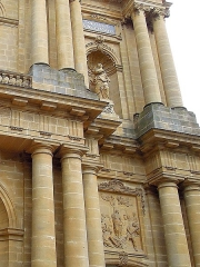 Eglise Saint-Vincent - Français:   Détail de la façade représentant Ste Lucie