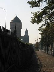 Gare - Ancienne tour d'eau et clocher de la gare